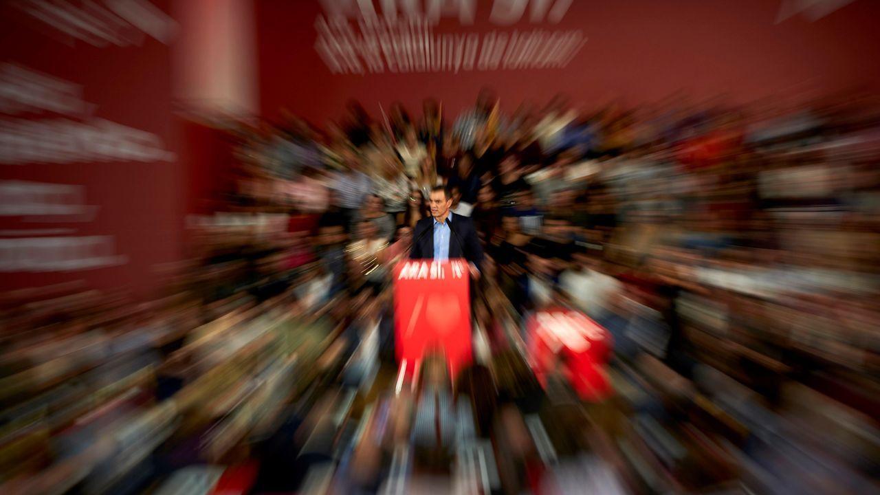 Sánchez asegura que esta vez «sí o sí» habrá Gobierno progresista.El candidato presidencial de Unidas Podemos Pablo Iglesias (c) durante un acto electoral celebrado este lunes en Oviedo