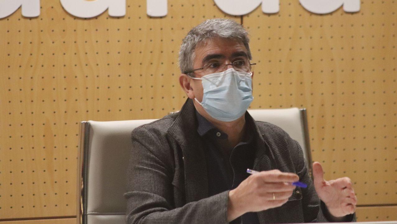 Rueda de prensa de Jácome.Abelardo Carballo, alcalde de Viana, co bastón de mando