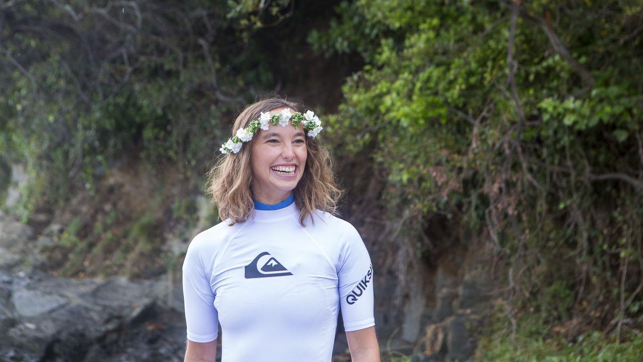La novia conoció a su marido en un viaje que hizo en Semana Santa a Ferrol para practicar surf