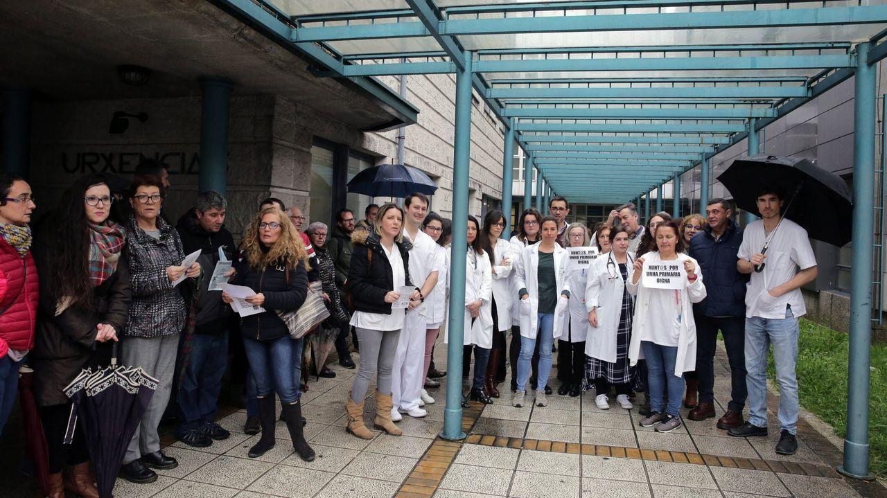 En taxi y de casa en casa para vacunar a mayores de 80 dependientes.Vilagarcía estrenó ayer la musealización del castro de Alobre, a un paso del centro de la ciudad