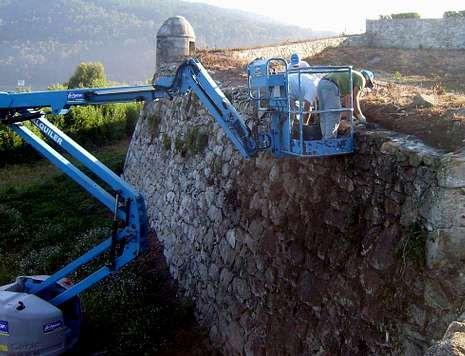 Habla el náufrago de El Salvador.En la fortaleza se han recuperado los muros y paseos así como el pozo, la fuente y el palomar.
