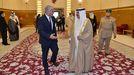 El ministro de Exteriores israelí, Yair Lapid, junto al rey de Baréin, Hamed bin Isa al-Khalifa
