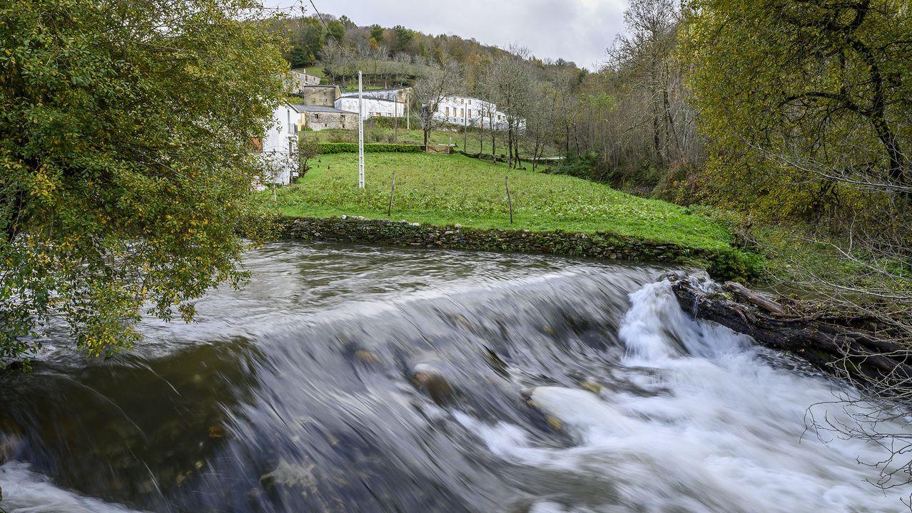 Una presa en A Ponte de Lóuzara, donde empieza el recorrido
