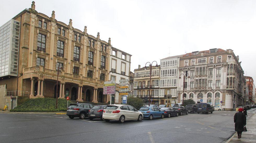 La fachada del teatro Jofre y la Casa Romero, en la plaza de Galicia, son dos de las obras más reconocibles de Ucha