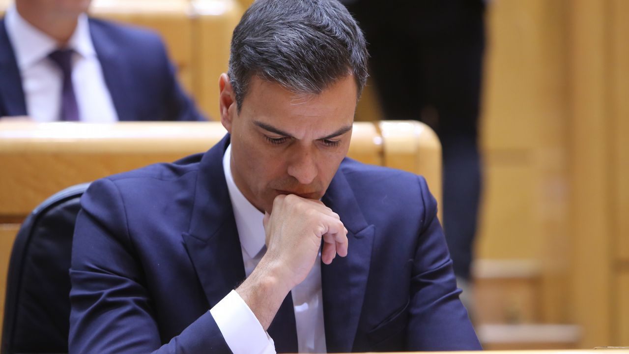 Casado dice que Torra busca un «derramamiento de sangre».Carlos Fernández, de la administración de la calle Rubalcava, con décimos del número 50818