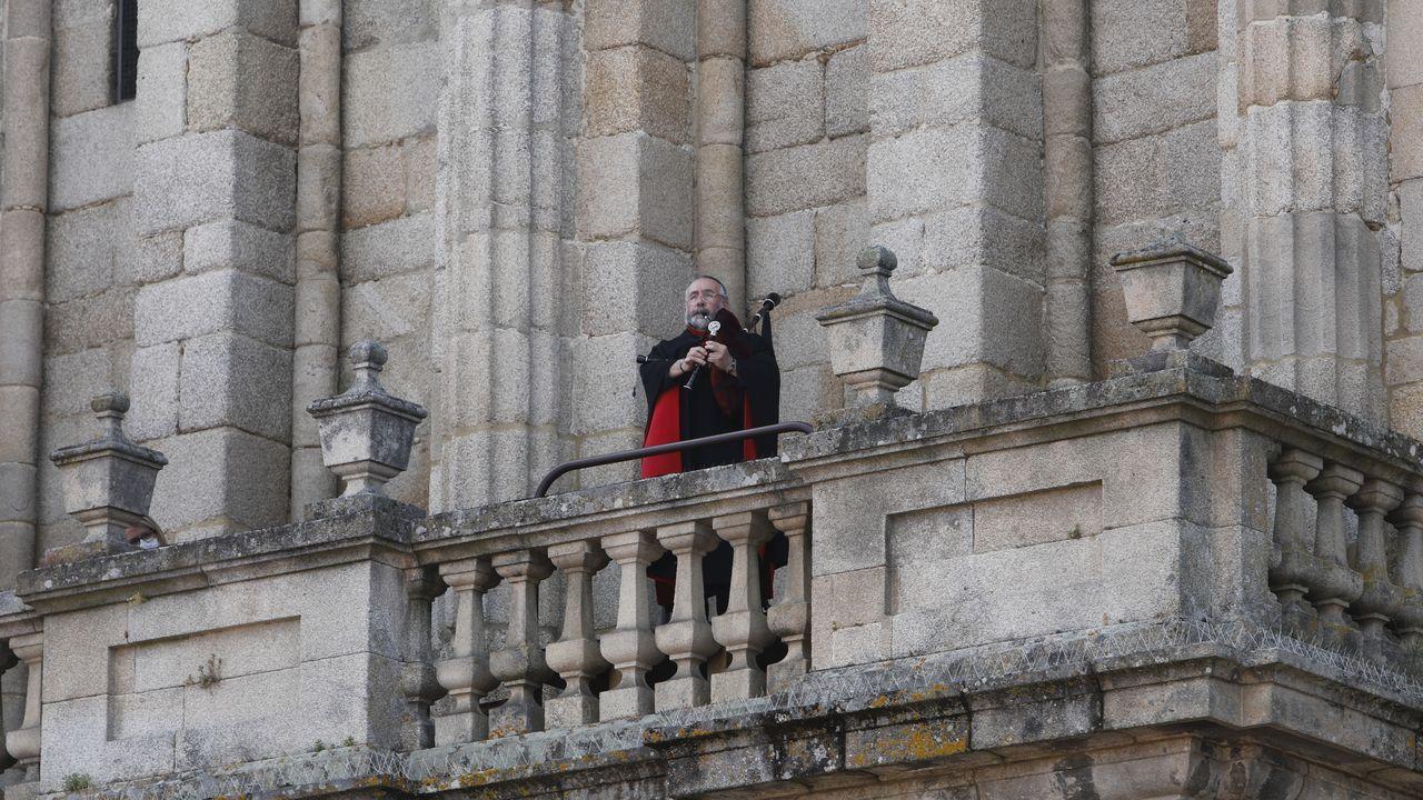 Bieito Romero interpreta el himno de Ourense.Anuncio de Velutina Calber recogido por el blog «El origen del mundo»