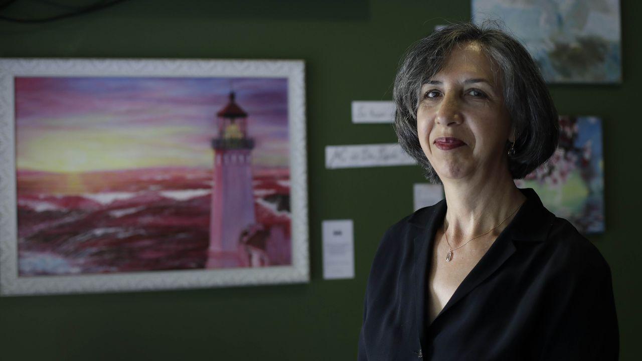 Apertura de Mostrart en Méndez Núñez.María del Pilar Posada, en el bar donde expuso sus obras