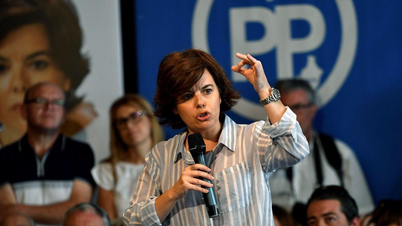 La vicesecretaria general del PSOE, Adriana Lastra, atiende a los medios en Oviedo