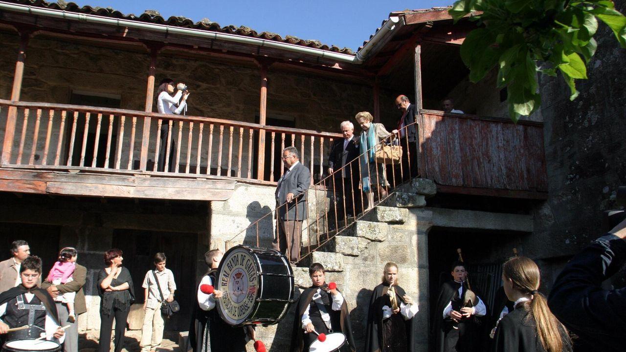 Polos miradoiros da provincia de Ourense.Casa de Xocas que adquirió el Concello de Lobeira