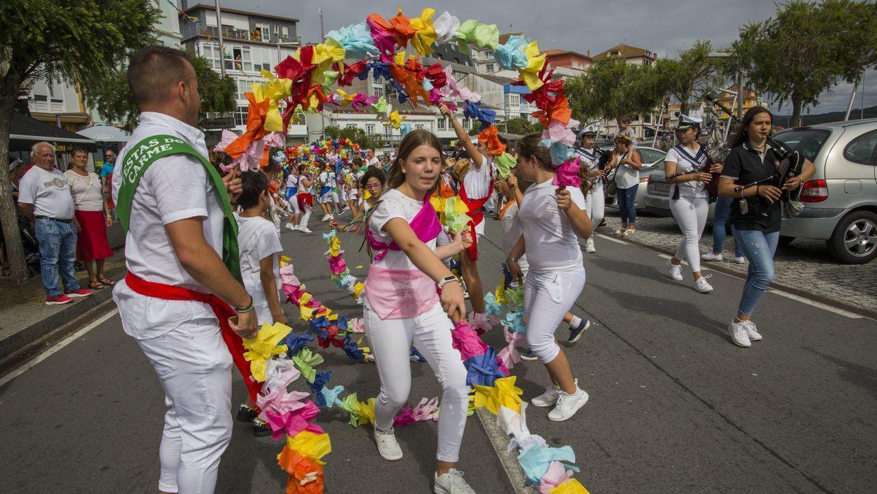 Camariñas abre con arcos su Festival de Danzas Gremiais
