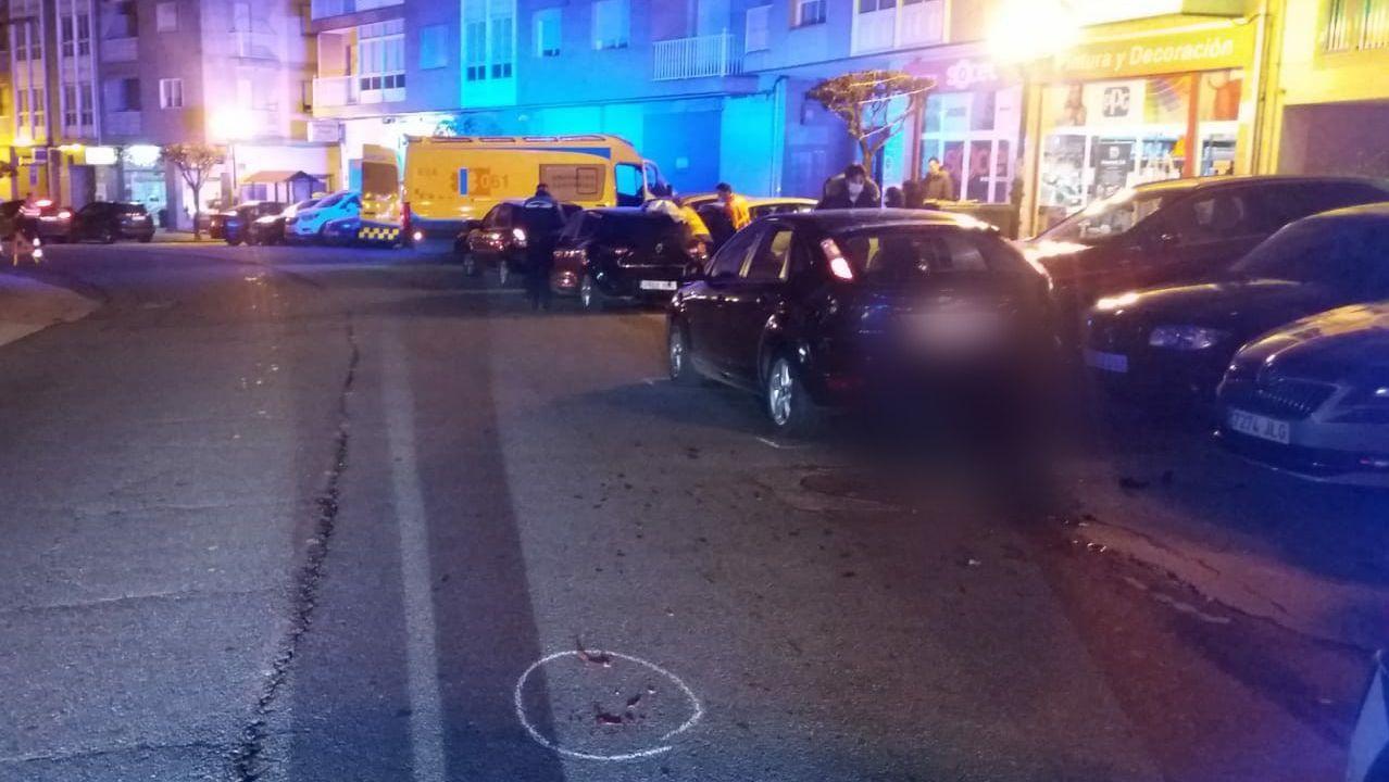 Agentes de la Policía Autonómica, durante un control de movilidad por la alerta sanitaria en Ourense
