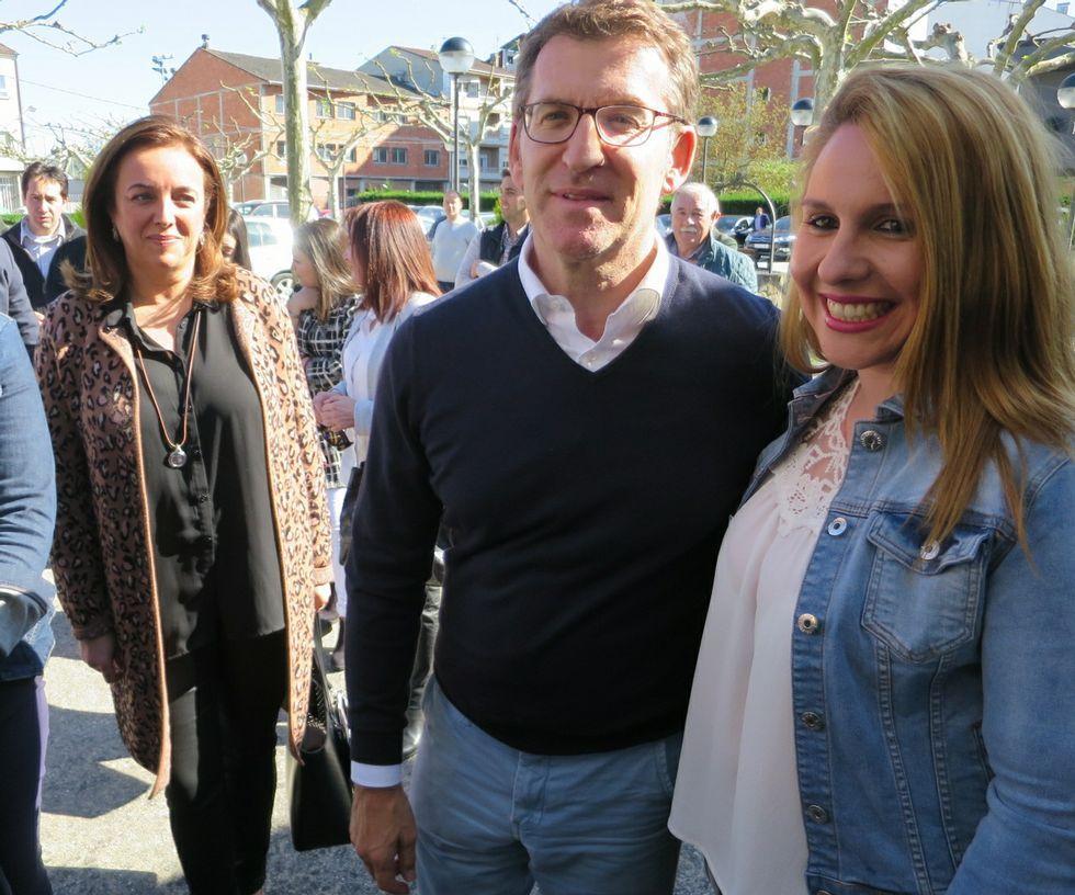 Balseiro elegido en Viveiro coordinador comarcal del PP.Rosa Arza (a la derecha) junto a Núñez Feijoo en un reciente acto del PP celebrado en el restaurante Don Manuel.