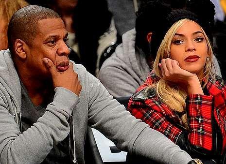 El año 2014 según YouTube.Beyoncé y Jay Z suman una fortuna personal de mil millones de dolares (un billón de dólares), que son unos 750 millones de euros.
