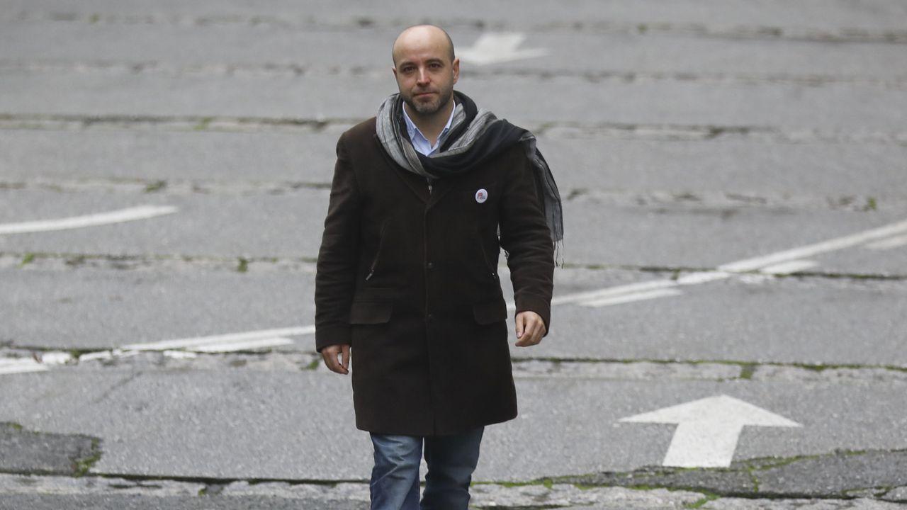Villares: «Os alcaldes teñen a miña confianza, aparte de que todos, tamén eles, podemos cometer erros».Pachi Vázquez