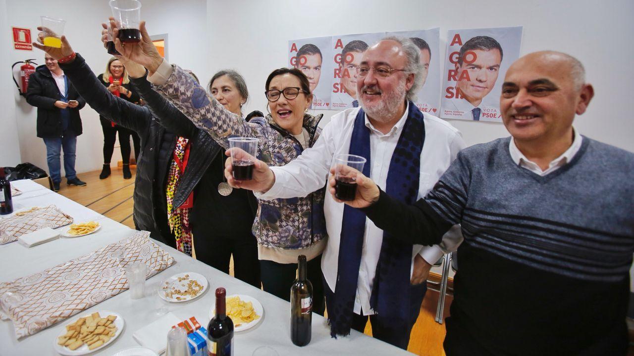 Brindis en la sede del PSOE en Pontevedra