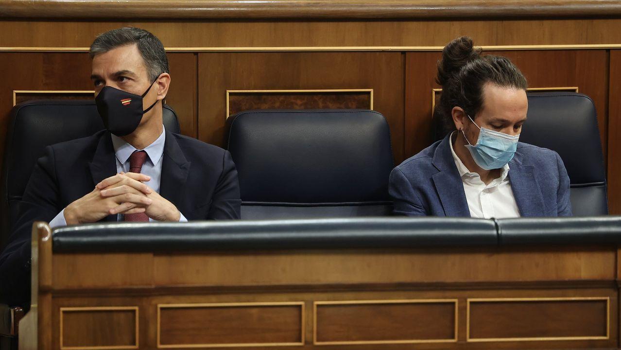 Pedro Sánchez y Pablo Iglesias, durante la moción de censura de Vox