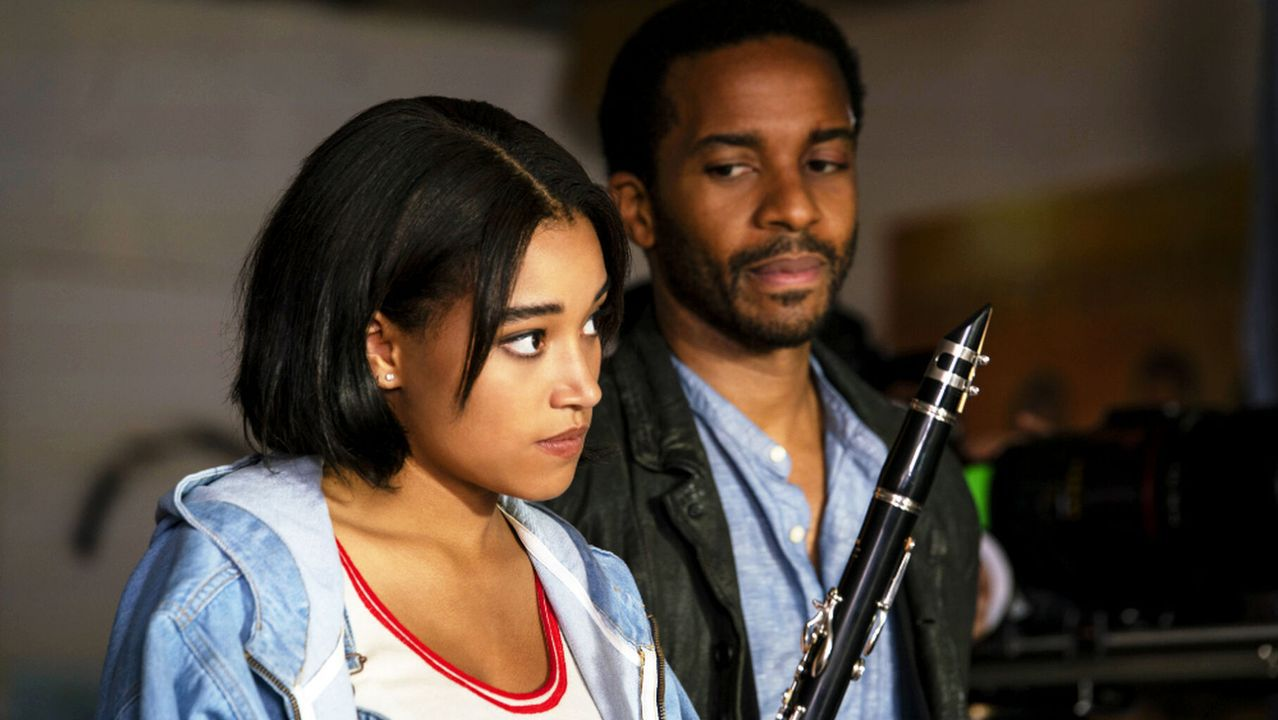 Amandla Stenberg y André Holland, en «The Eddy»