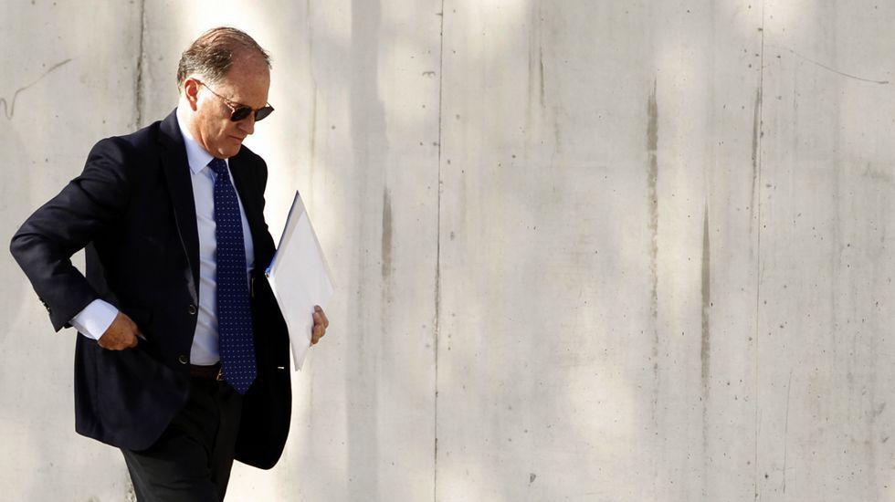 Al PP no le consta el powerpoint sobre financiación ilegal.Noventa minutos escuchando los cargos. La secretaría del juzgado de la macrocausa de la Gürtel empleó ayer hora y media de la sesión matinal para leer los nombres de los 37 procesados, los cargos que se les imputan y las penas que se solicitan para ellos.