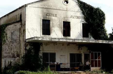 El cine Avenida fue la sala X de la ciudad a finales de los ochenta. En la foto, del 2005, sus ruinas. S.A.