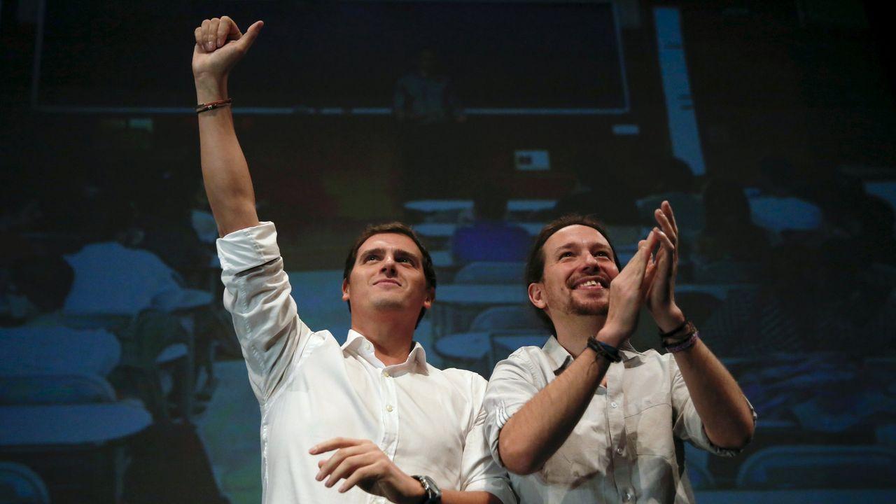 Sánchez acusa a Iglesias de romper unilateralmente las negociaciones con su consulta a las bases.Albert Rivera y Pedro Sánchez.