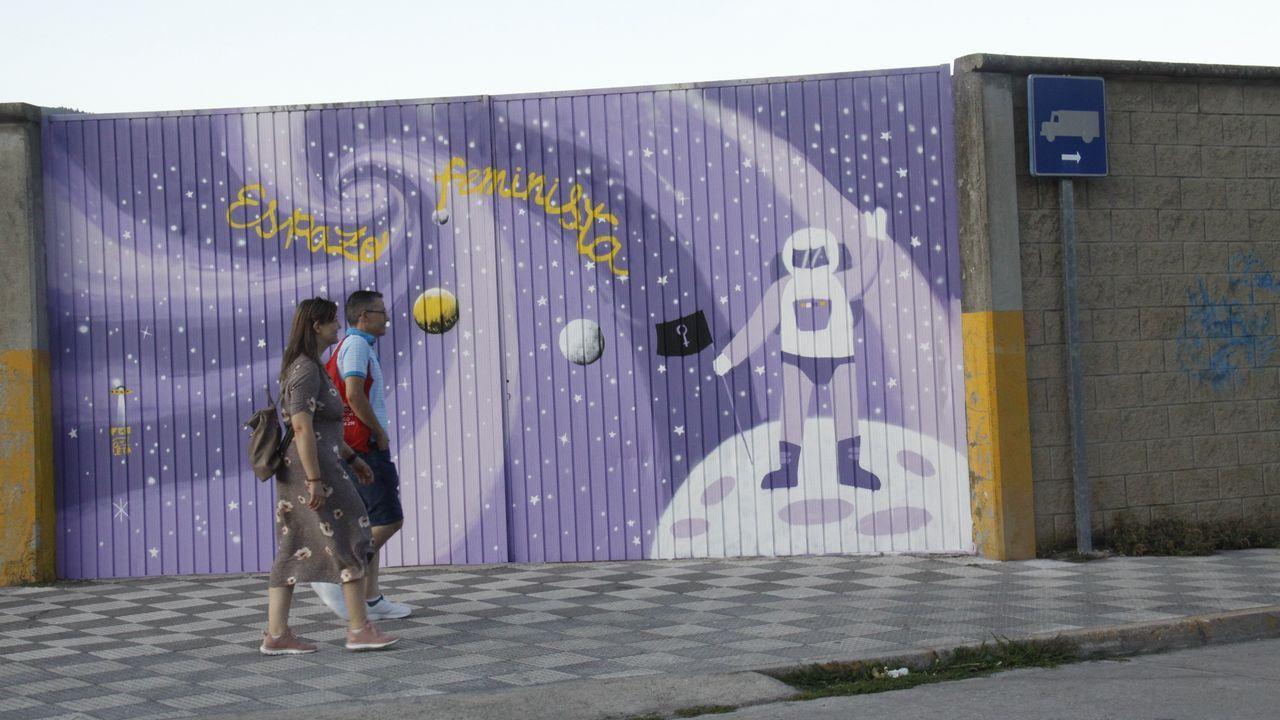 La vivienda de los padres detenidos en Lugo acumulaba gran cantidad de basura.Tres niños «juegan» a saltar de ventana en ventana en Gijón