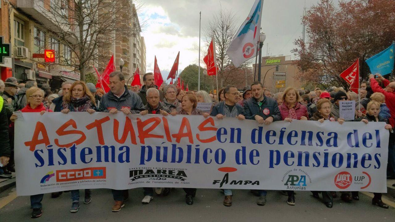 La cabecera de la manifestación de los pensionistas en Gijón
