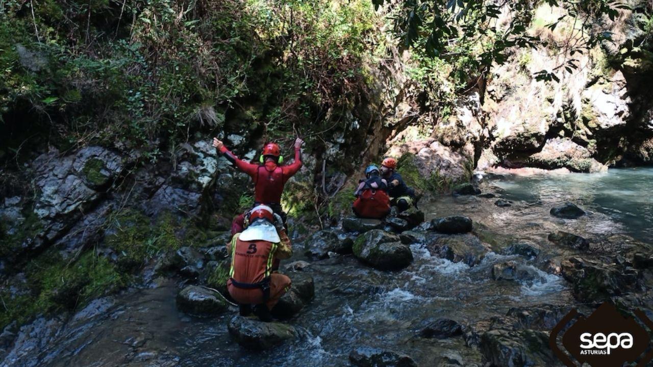 La Festa da Pataca de Coristanco, en marcha: ¡mira las imágenes!.El rescate, en el barranco de El Vallegón, en Amieva