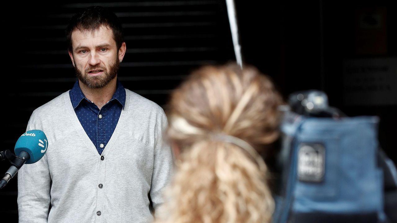 El candidato de EH Bildu Koldo Leoz atiende a los medios tras la moción de censura