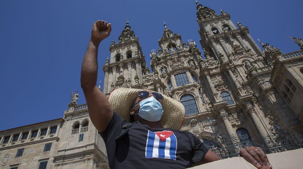 Manifestación pacífica a favor de la causa cubana en el Obradoiro.Verónica Marcos, presidenta de Fademur en Galicia, en As Nogais, onde vive