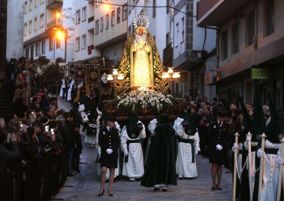 La salida del paso de la Virgen de la Esperanza que hizo el recorrido por el interior del casco.