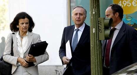 La familia llora la pérdida.Fernández de Sousa (centro), en una imagen tomada en mayo pasado en Madrid.