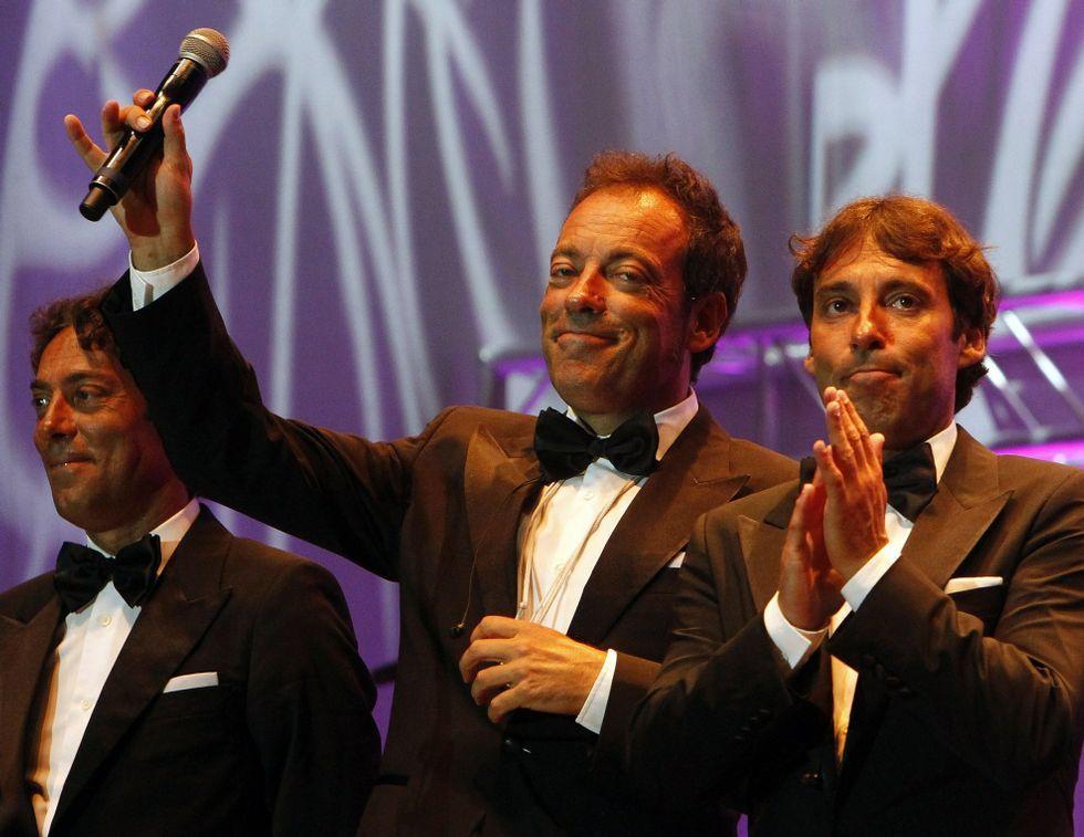 Adrián Martín y su disco «Lleno de vida».El grupo Dvicio, con Ceballos en el centro, al llegar a la gala