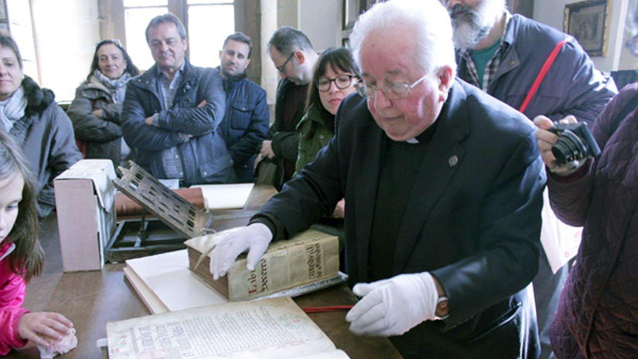 Agustín Hevia Ballina, archivero de la Catedral de Oviedo