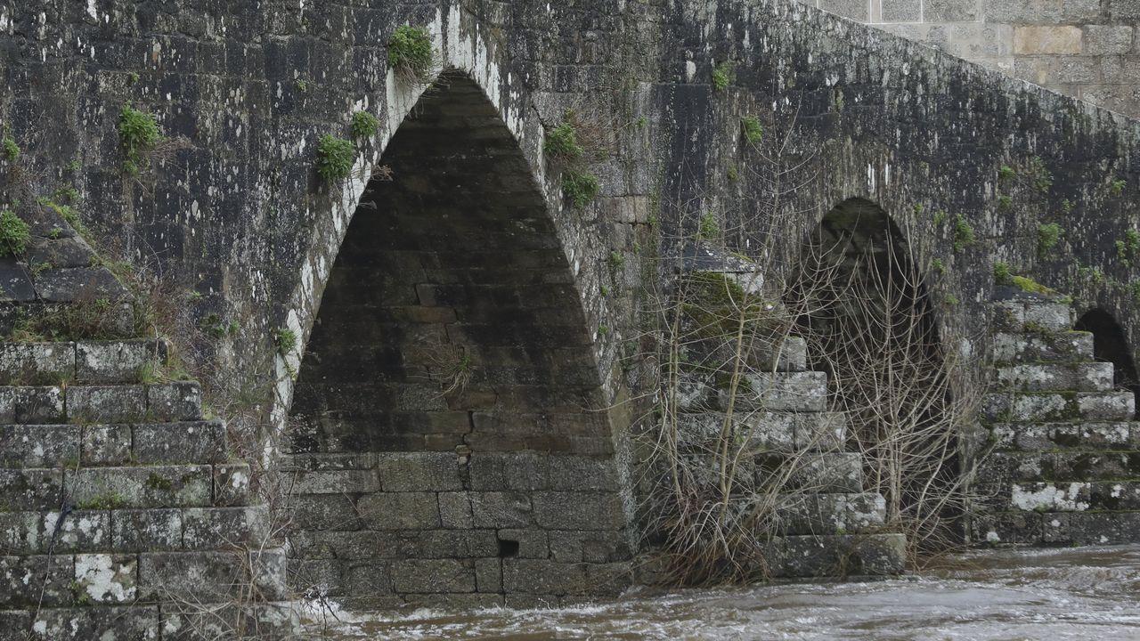 A Ponte Maceira, un bello patrimonio en peligro.Entrada al refugio aéreo de Cimavilla