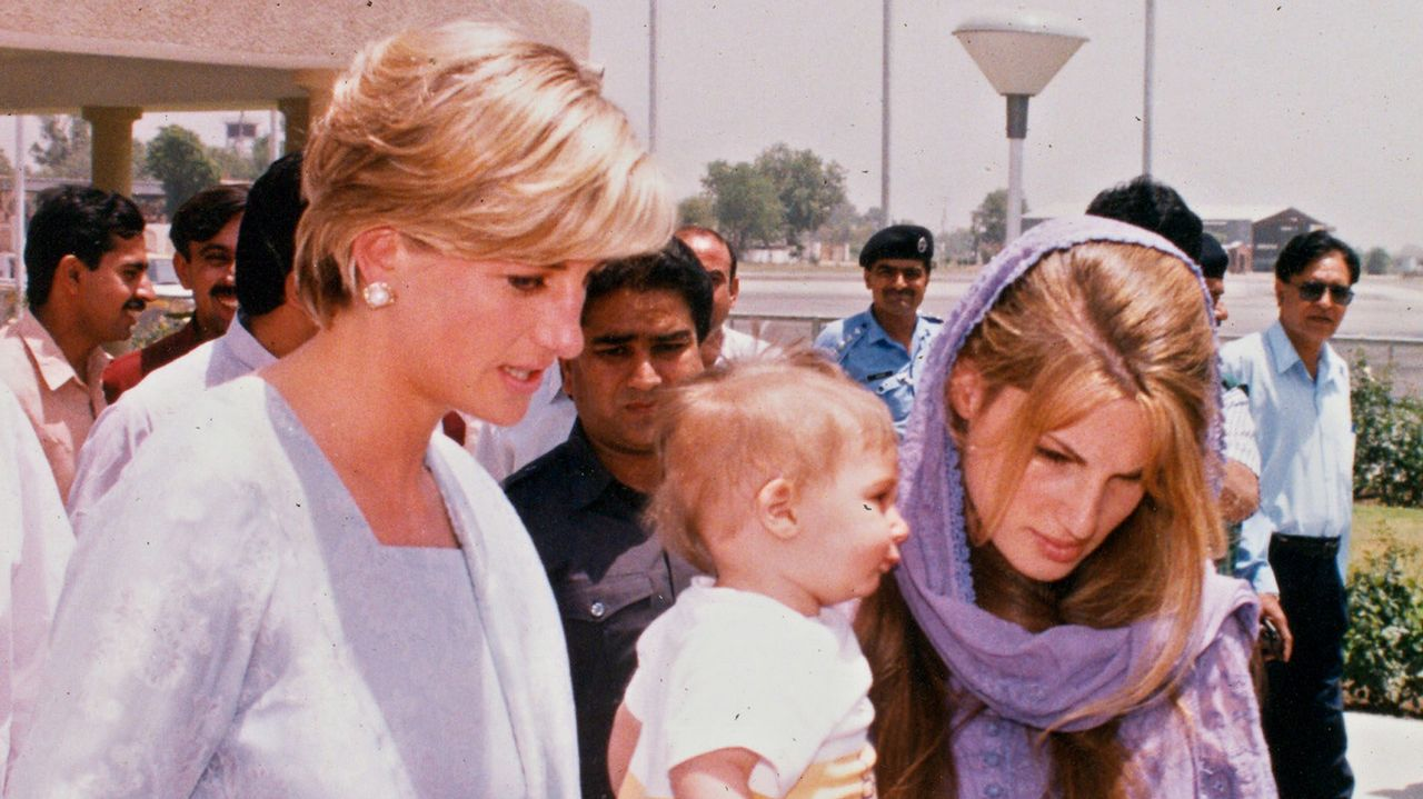 La princesa Diana juanto a su amiga Jemina Goldsmith.