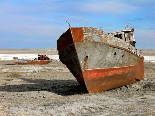 ¿Barcos en el desierto? A poco más que un océano de arena ha quedado reducido el mar de Aral