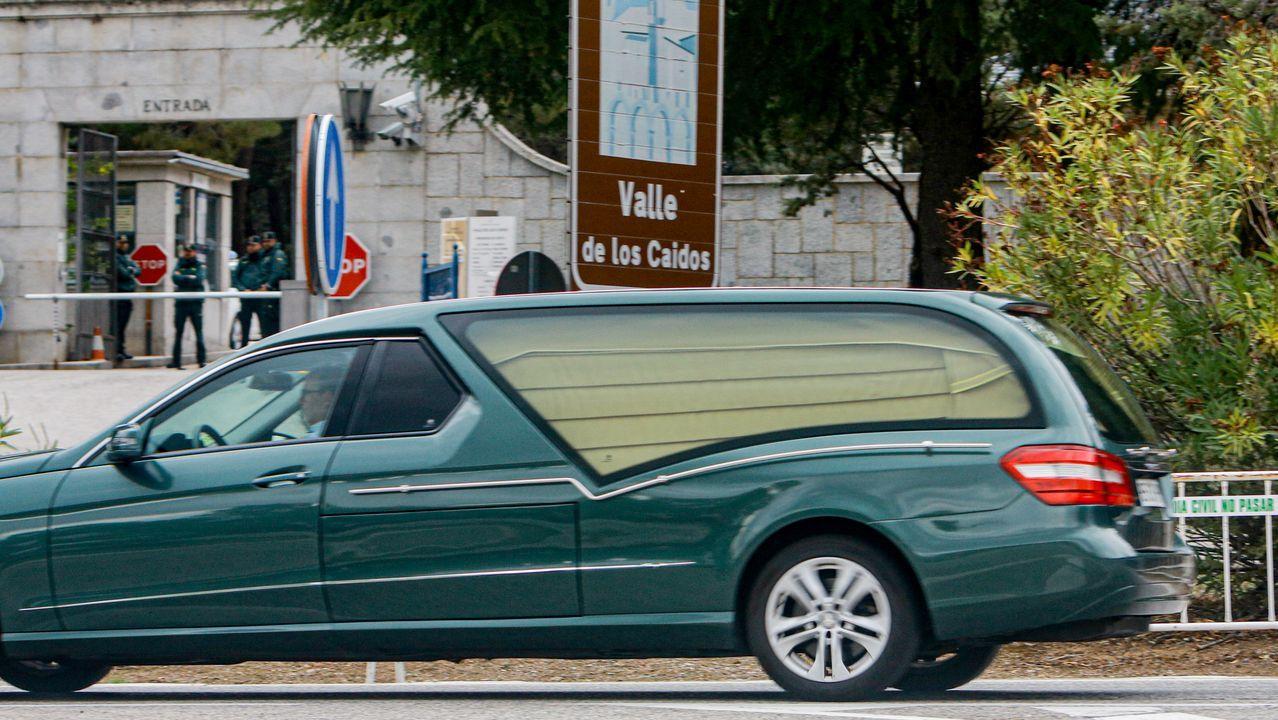 Un coche fúnebre llega este martes al Valle de los Caidos para el ensayo de la exhumación de Franco, prevista para el 24 de octubre