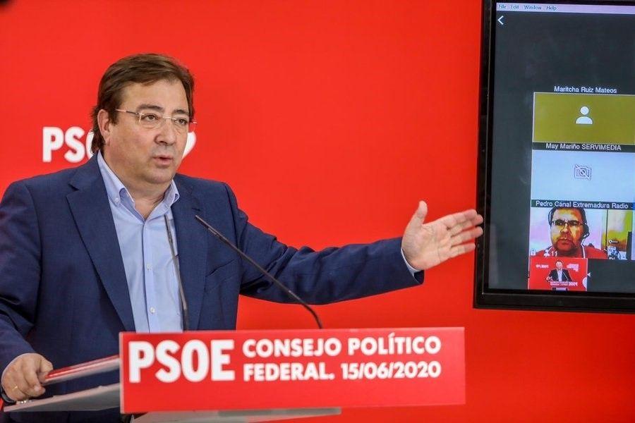 El presidente extremeño Fernández Vara, tras la reunión del consejo político y social del PSOE