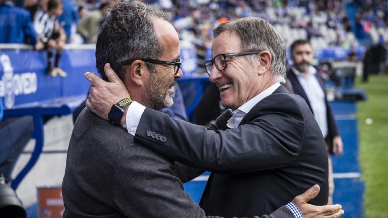 Anquela y Cervera se saludan antes del Oviedo-Cádiz de la 17/18