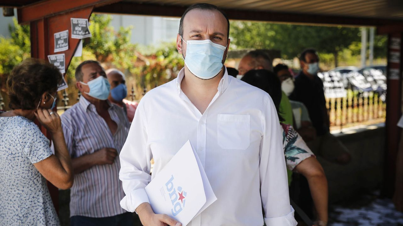 Así vivió, y sufrió, el pleno Jaime Fontanes, uno de los tránsfugas del PSOE que dio la alcaldía al PP en Castrelo.Esteban Suárez (BNG)