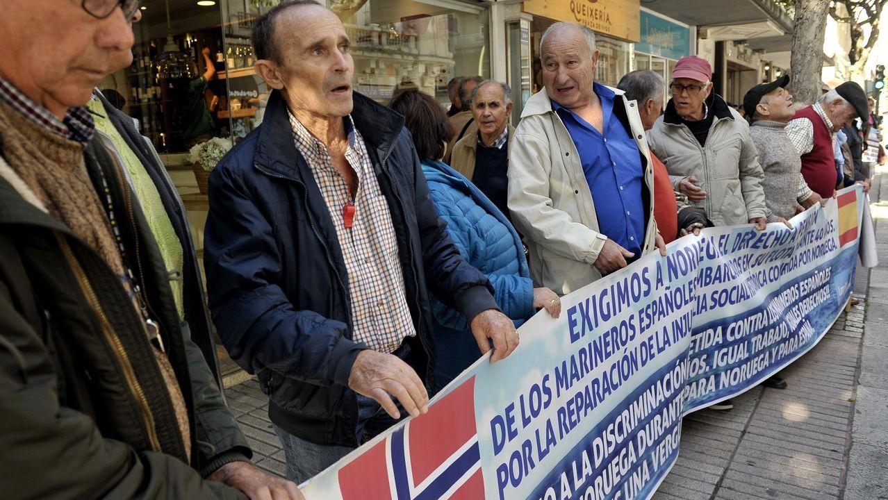 Activistas hongkoneses frente al consulado de Estados Unidos, a cuyo país piden apoyo