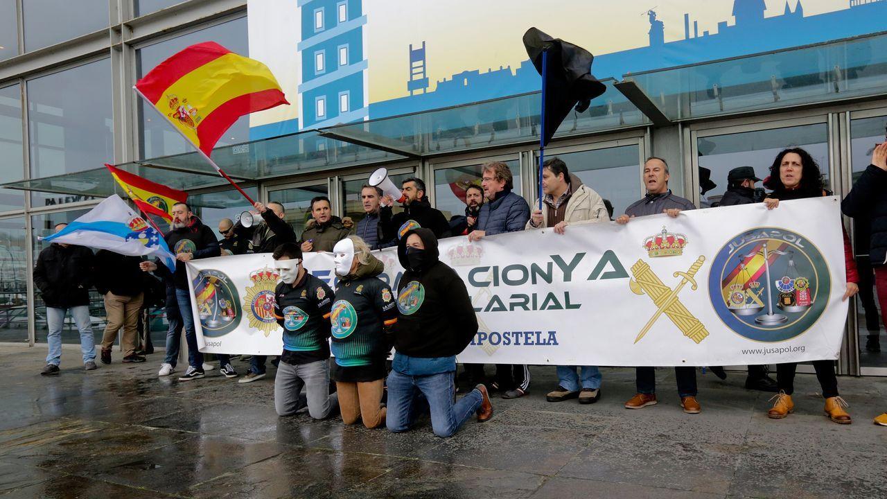 Concentración de policías nacionales y guardia civiles en el mitin de Pablo Iglesias, Yolanda Díaz y Antón Gómez Reino