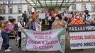 La concentración de personal de los PAC del área sanitaria de Pontevedra y O Salnés tuvo lugar este lunes en el Provincial
