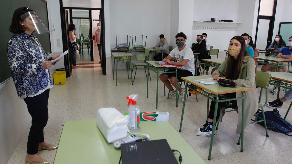 Imagen de una clase de bachillerato en el IES A Basella (Vilagarcía) con las precauciones sanitarias exigidas por el covid-19