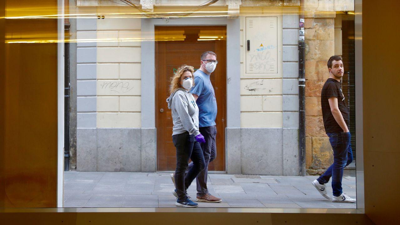 - Aspecto que presenta hoy jueves el centro de Oviedo. Llevar mascarillas es ya obligatorio en espacios públicos
