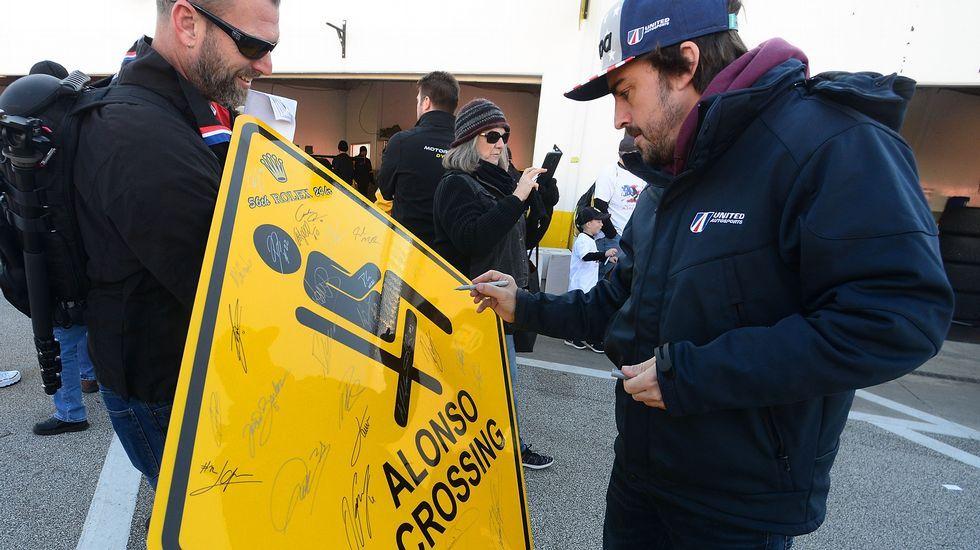 El gallego que cocina en Can Roca.El piloto español Fernando Alonso del equipo United Autosports firma un autógrafo en Daytona Beach, en un cartel con su nombre