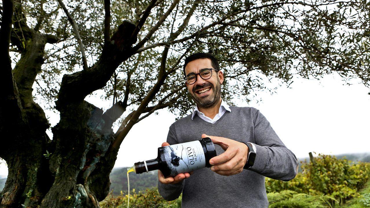 Andrade muestra el artilugio que elimina el veneno de las picaduras