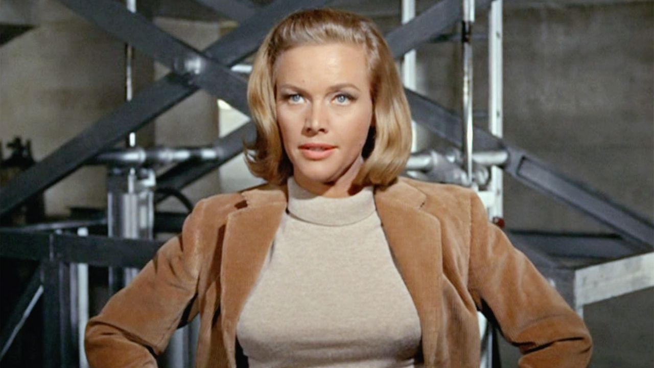Honor Blackman como Pussy Galore en «Goldfinger»