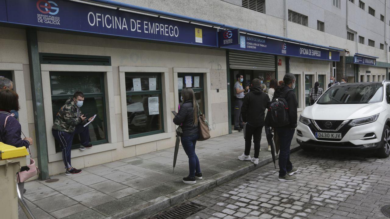 Pedro Sánchez: «Me gustaría animar a votar a la población gallega, una alta participación es fundamental».COLAS EN LA OFICINA DE EMPLEO (PARO) EN LA PLAZA DE RAFAEL DIESTE