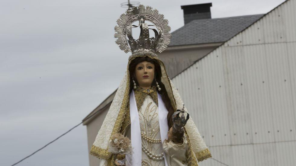 Subida en procesión hacia el santuario de la Virxe dos Milagros de Caión: ¡las imágenes!.Versión Imposible